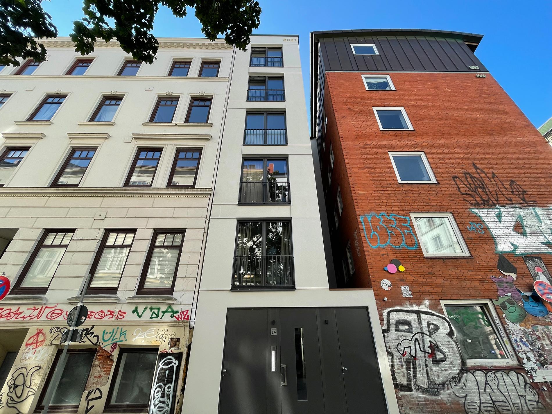 13-18_Fertigstellung-Fassade Straße (8)